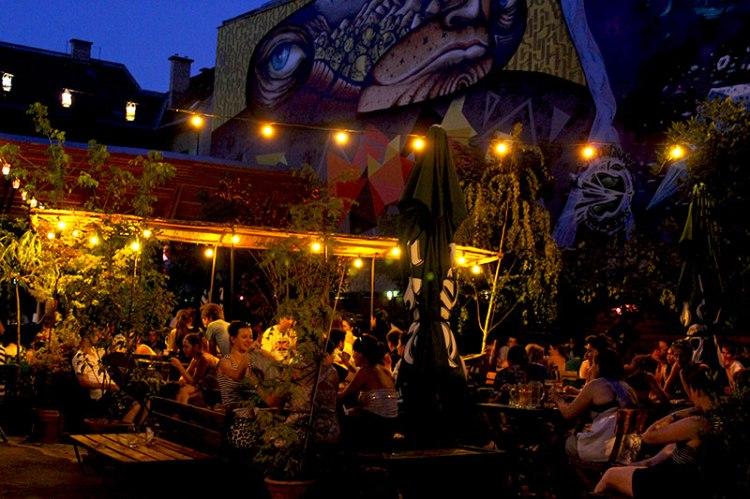 ruin-pubs-2-budapest.jpg