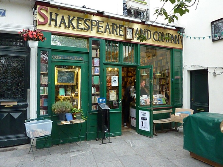 shakespeare-and-co-paris-bookstore-1024x768